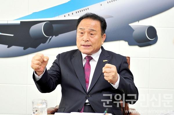 김영만 군위군수.jpg