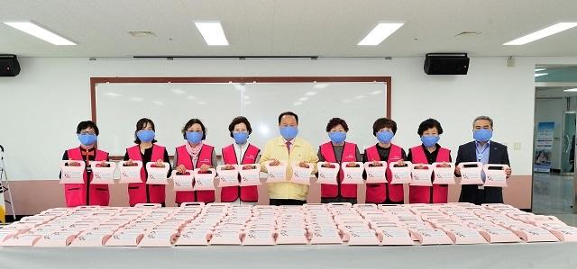 200507_군위군여성단체협의회, 마스크 기탁_주민복지실.jpg